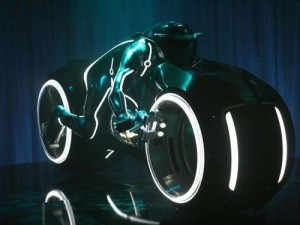 Tron Light Cycle1 300x225 Самые красивые мотоциклы мира   топ 10 самых крутых байков мира. Все необычные и интересные мотоциклы в одном топе.
